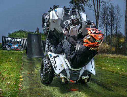 Actionshow med fyrhjuling och FMX